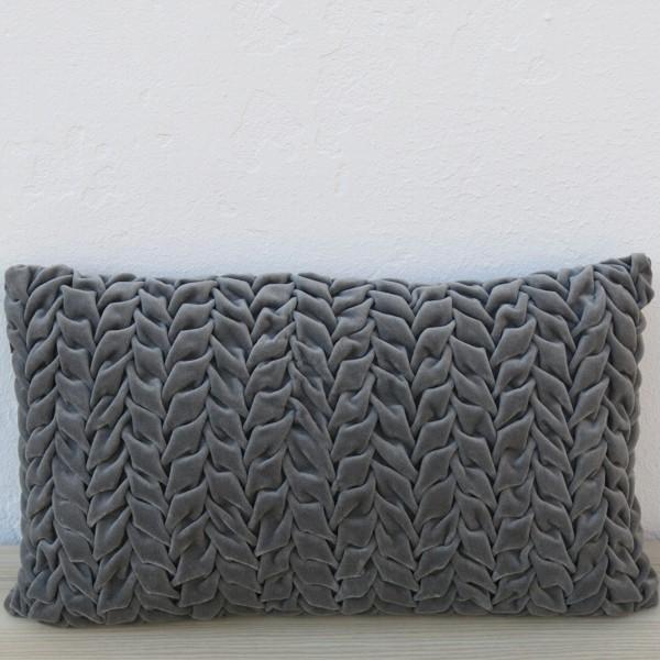 Kissen Smock in Velvet grau 30 x 50 cm Samt mit Füllung